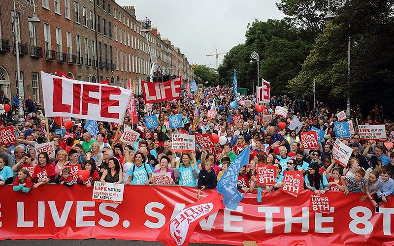 Irlanda: Multitudinaria marcha sale a las calles a favor de la vida (Video)